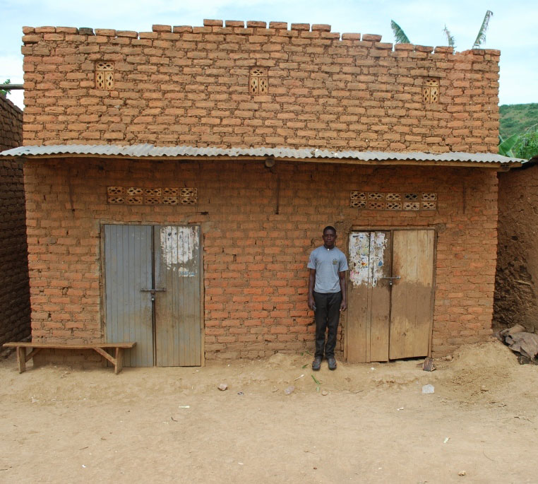 A house in the trading center which Sebyoto has just bought.This is where he intends to put his farm supply shop.