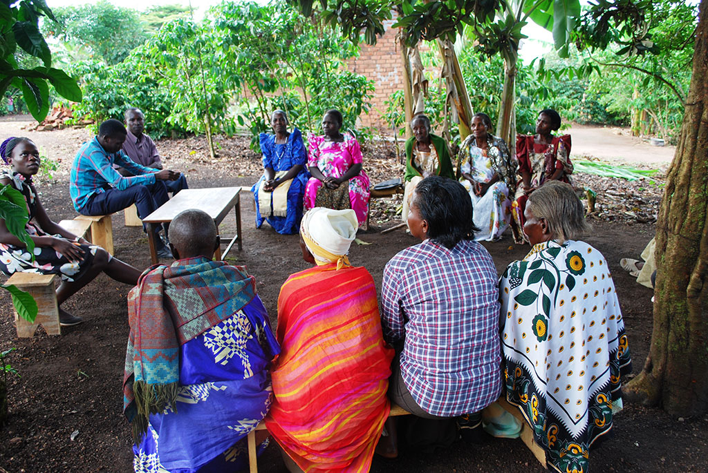 Members of Bukadde Magezi solidarity group in a meeting with their cordinatores from Kitovu Mobile.