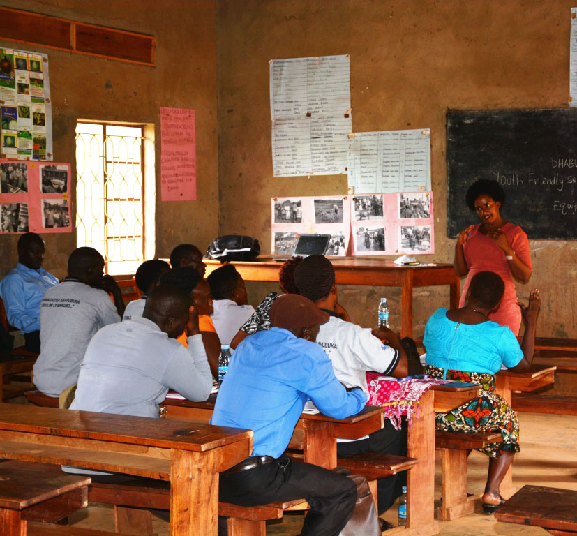 Nagirinya conducting the training at Kalungu Sub-county farm school center.